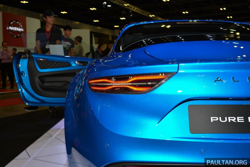 Alpine A110 goes on display at Singapore Motor Show Image #909477