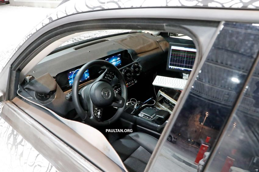 SPIED: Mercedes-Benz GLB interior seen up close! Image #906321
