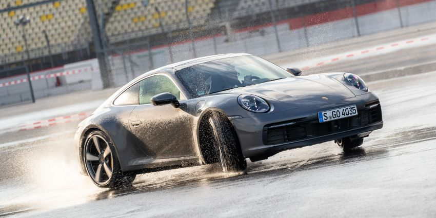 Porsche 911 dilengkapi mikrofon untuk bantu pemandu ketika masalah <em>hydroplanning</em> berlaku Image #907277