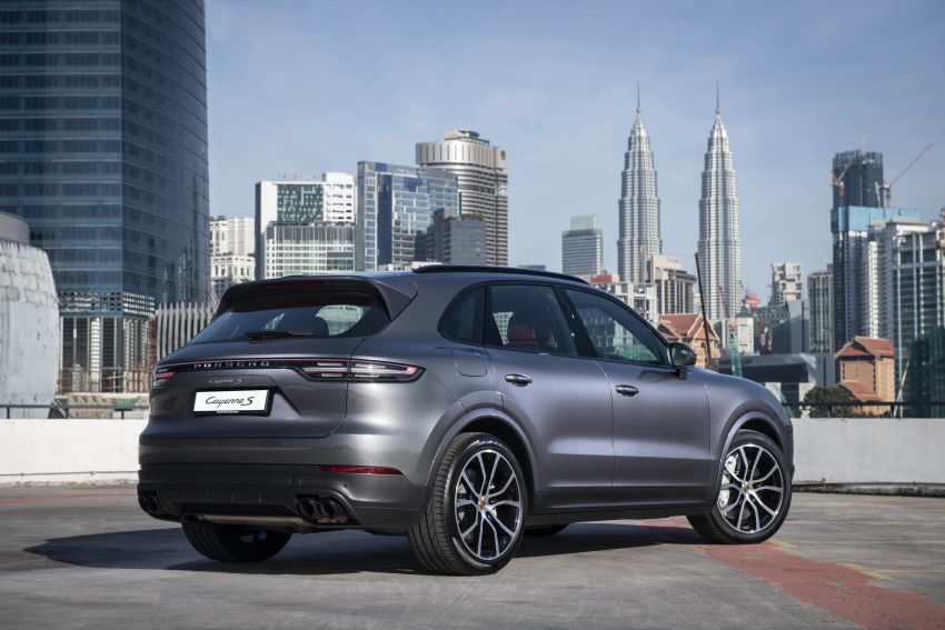 Porsche Cayenne, Panamera – new Premium Package, Power Steering Plus and PASM now standard in M'sia Image #910287