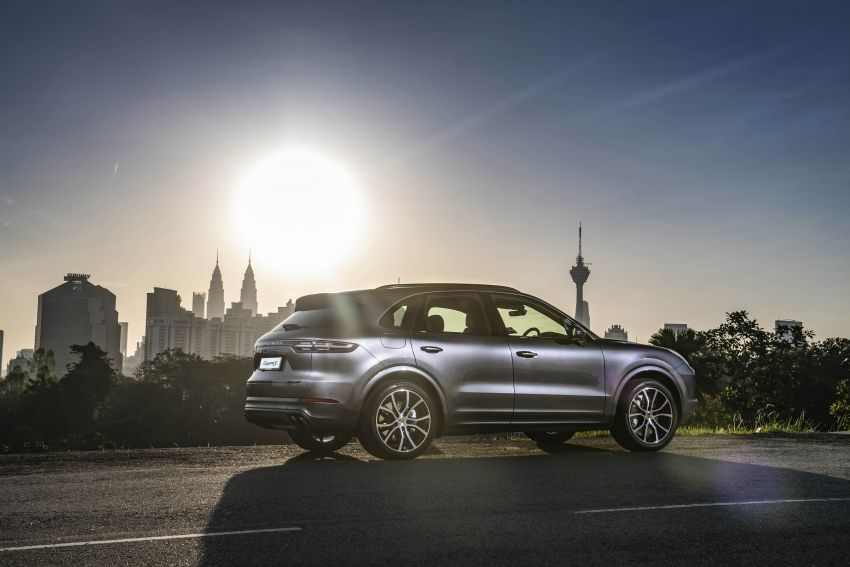 Porsche Cayenne, Panamera – new Premium Package, Power Steering Plus and PASM now standard in M'sia Image #910289