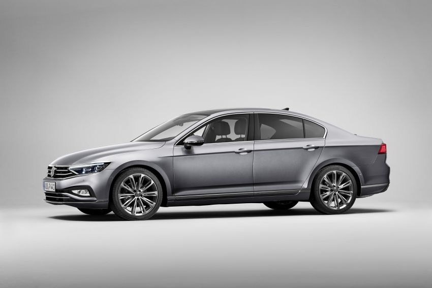 B8 Volkswagen Passat facelift revealed – new MIB3 infotainment and IQ.Drive assistance systems Image #919072