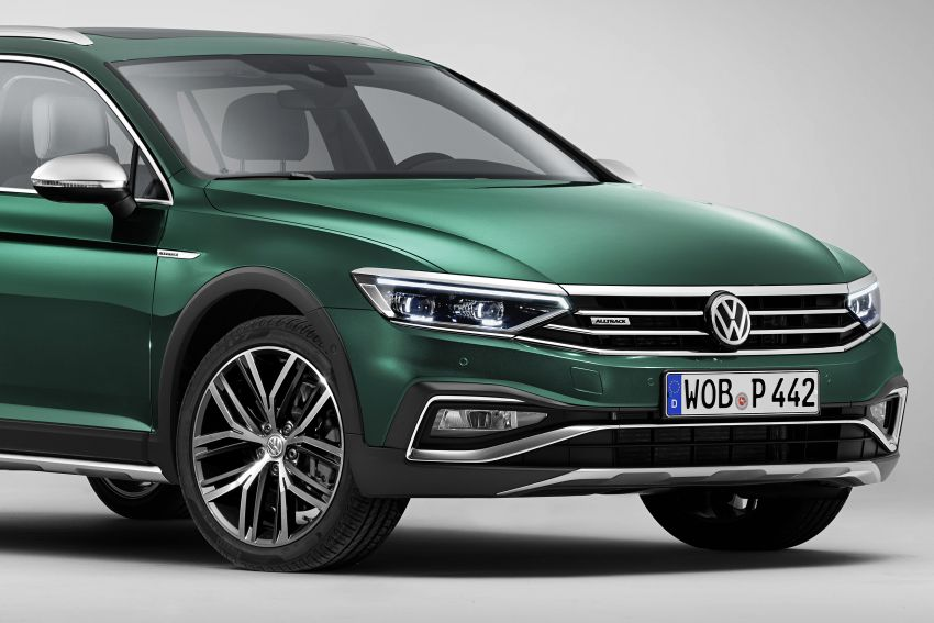 B8 Volkswagen Passat facelift revealed – new MIB3 infotainment and IQ.Drive assistance systems Image #919080
