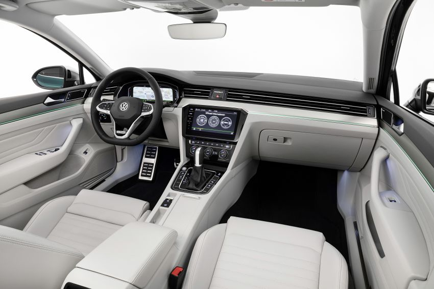 B8 Volkswagen Passat facelift revealed – new MIB3 infotainment and IQ.Drive assistance systems Image #919081