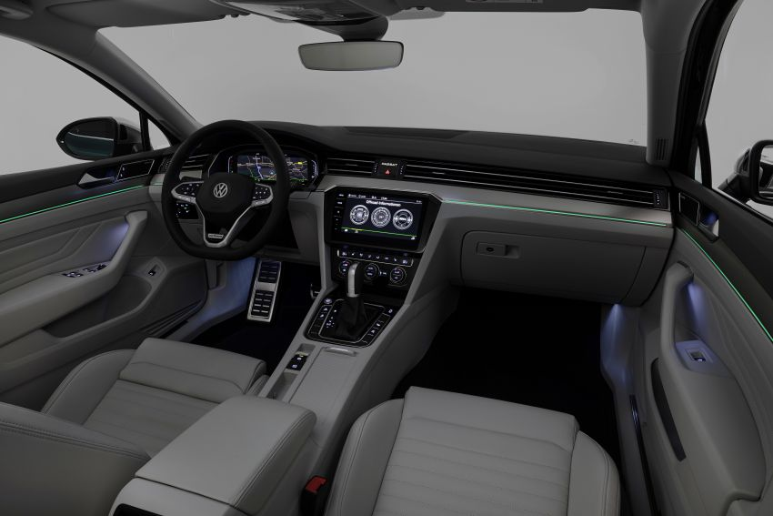 B8 Volkswagen Passat facelift revealed – new MIB3 infotainment and IQ.Drive assistance systems Image #919082