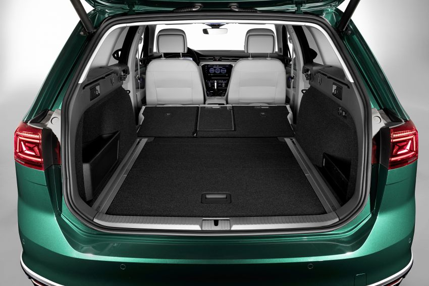 B8 Volkswagen Passat facelift revealed – new MIB3 infotainment and IQ.Drive assistance systems Image #919092