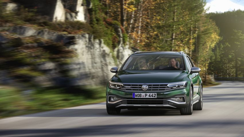 B8 Volkswagen Passat facelift revealed – new MIB3 infotainment and IQ.Drive assistance systems Image #919112