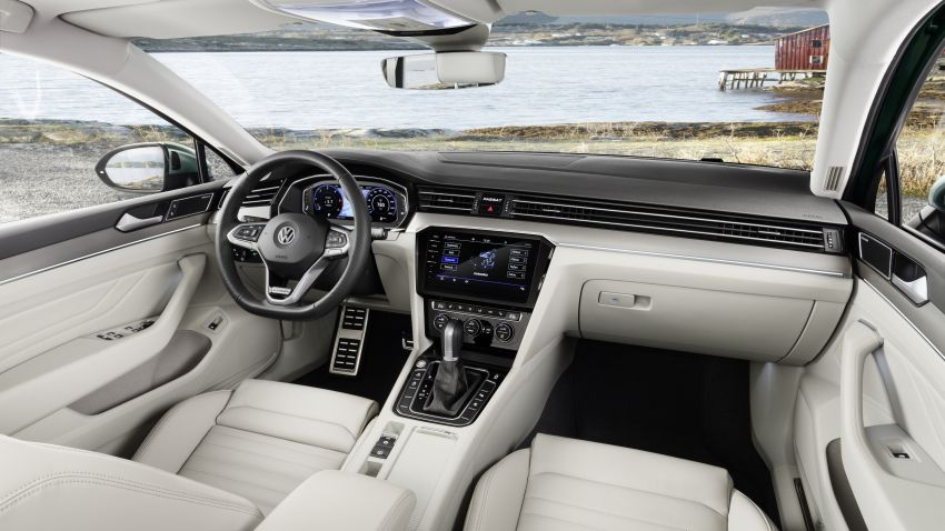 B8 Volkswagen Passat facelift revealed – new MIB3 infotainment and IQ.Drive assistance systems Image #919114