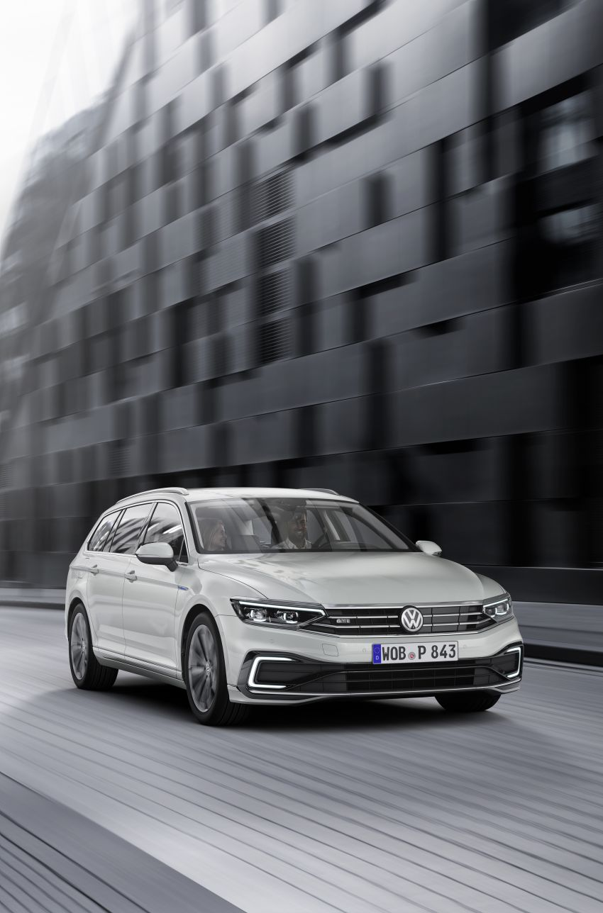 B8 Volkswagen Passat facelift revealed – new MIB3 infotainment and IQ.Drive assistance systems Image #919120