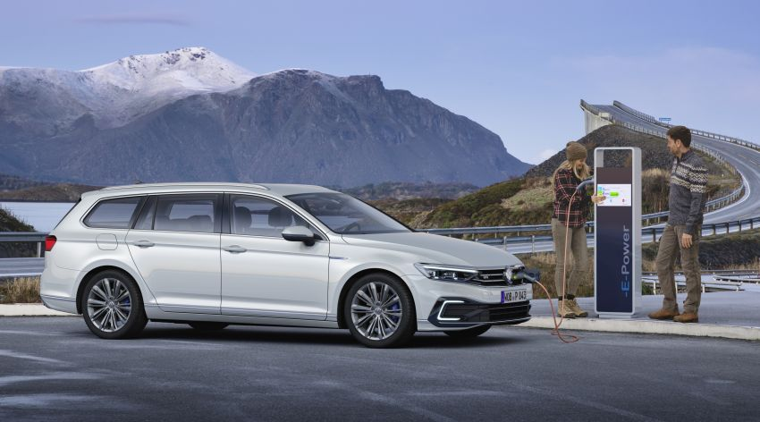 B8 Volkswagen Passat facelift revealed – new MIB3 infotainment and IQ.Drive assistance systems Image #919122