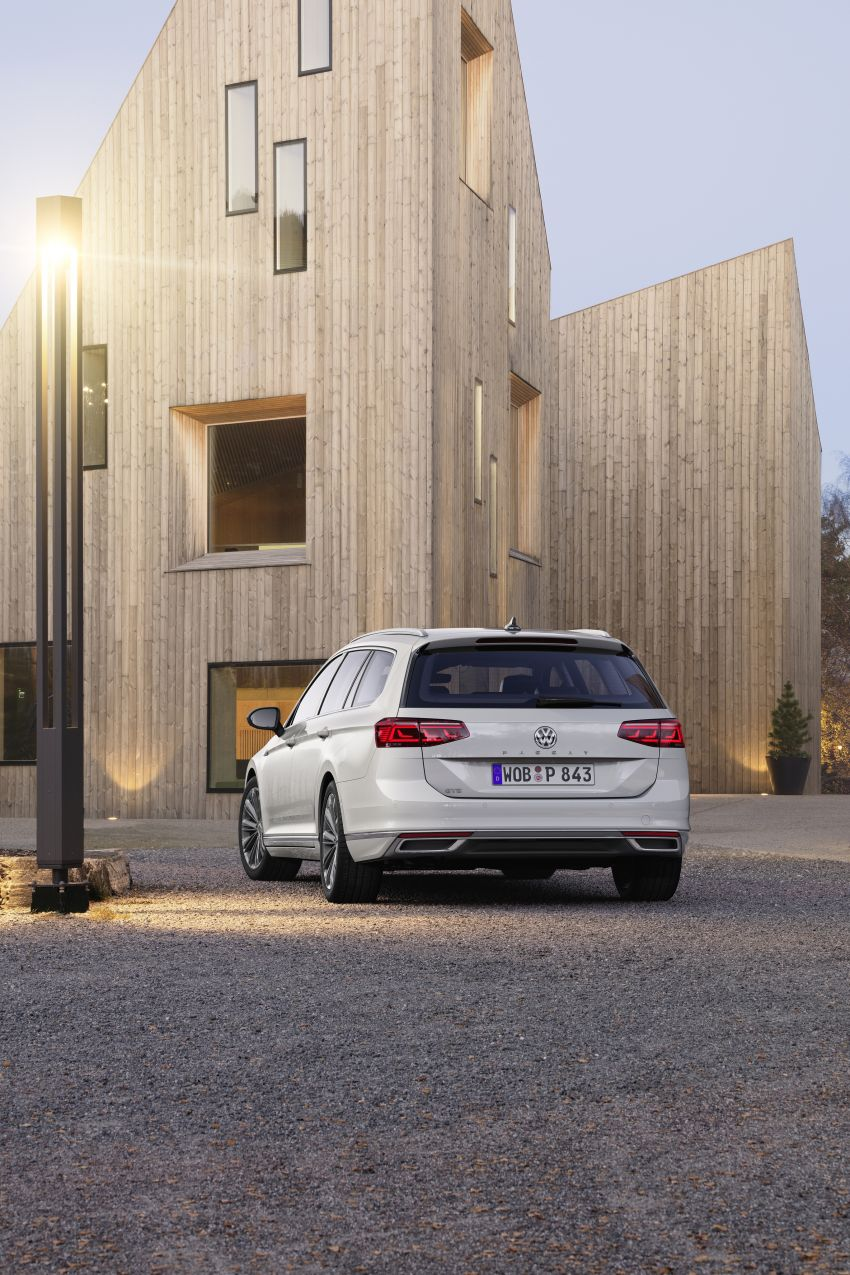 B8 Volkswagen Passat facelift revealed – new MIB3 infotainment and IQ.Drive assistance systems Image #919129