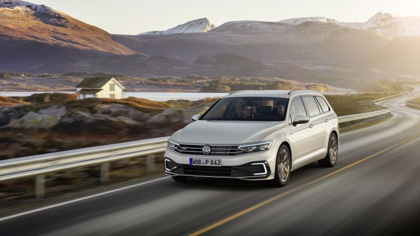 B8 Volkswagen Passat facelift revealed – new MIB3 infotainment and IQ.Drive assistance systems Image #919130