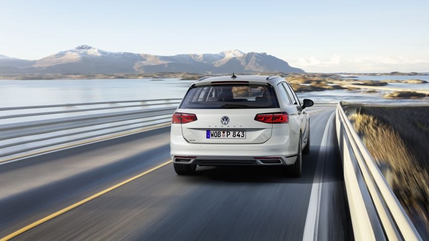 B8 Volkswagen Passat facelift revealed – new MIB3 infotainment and IQ.Drive assistance systems Image #919132