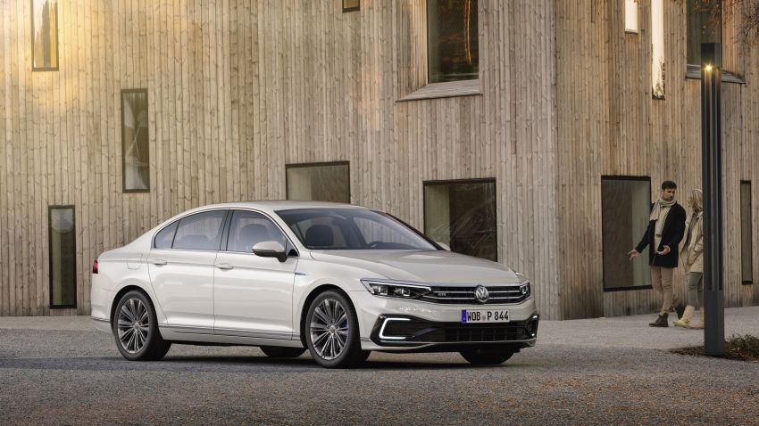 B8 Volkswagen Passat facelift revealed – new MIB3 infotainment and IQ.Drive assistance systems Image #919135