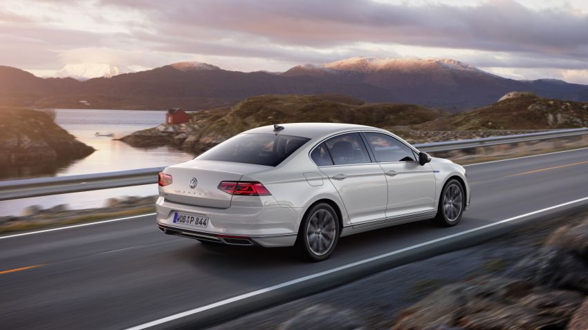 B8 Volkswagen Passat facelift revealed – new MIB3 infotainment and IQ.Drive assistance systems Image #919140