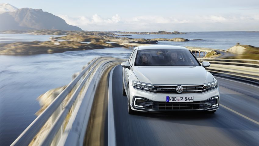 B8 Volkswagen Passat facelift revealed – new MIB3 infotainment and IQ.Drive assistance systems Image #919143