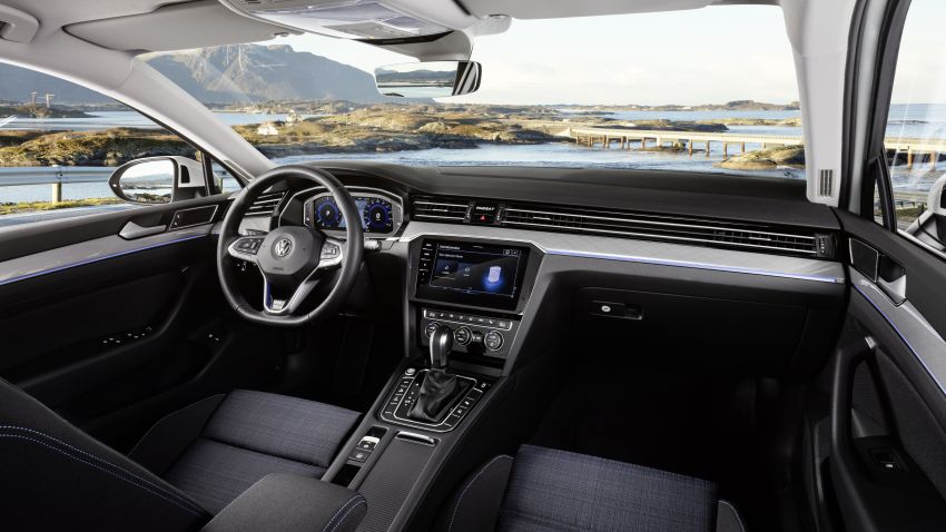 B8 Volkswagen Passat facelift revealed – new MIB3 infotainment and IQ.Drive assistance systems Image #919151