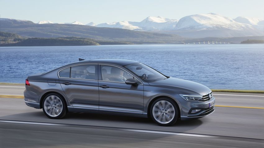 B8 Volkswagen Passat facelift revealed – new MIB3 infotainment and IQ.Drive assistance systems Image #919156