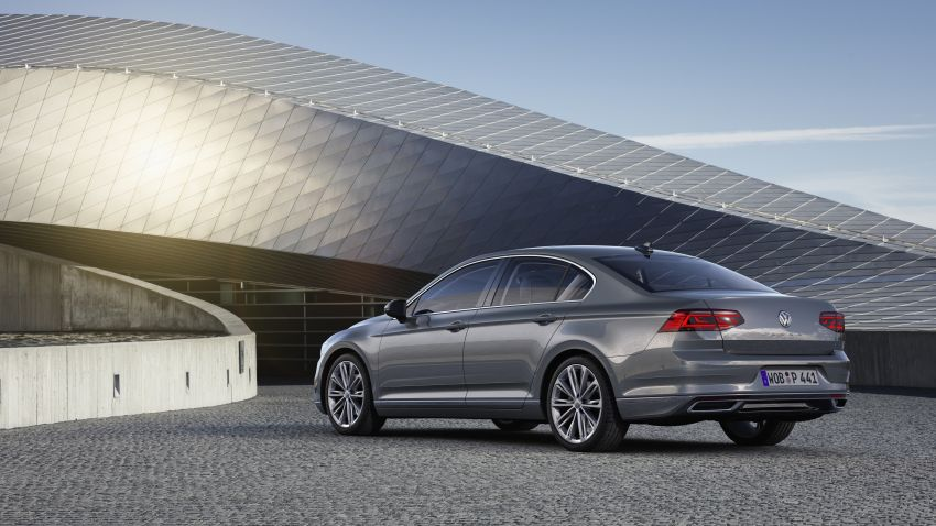 B8 Volkswagen Passat facelift revealed – new MIB3 infotainment and IQ.Drive assistance systems Image #919164