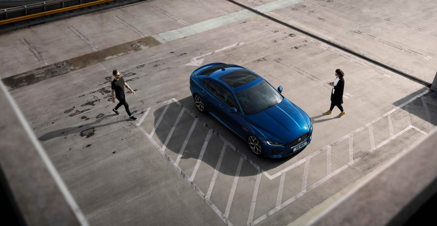 Jaguar XE facelift unveiled with updated styling, tech Image #927302