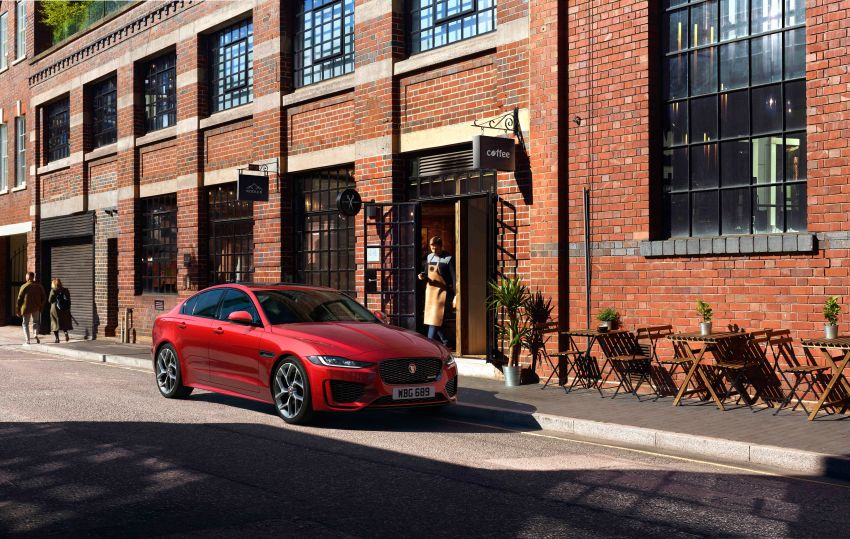 Jaguar XE facelift unveiled with updated styling, tech Image #927303
