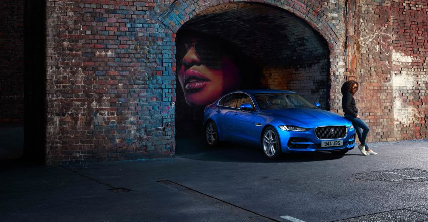 Jaguar XE facelift unveiled with updated styling, tech Image #927305