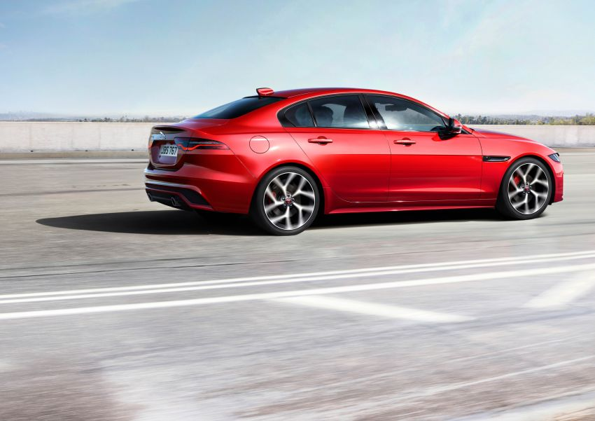 Jaguar XE facelift unveiled with updated styling, tech Image #927307