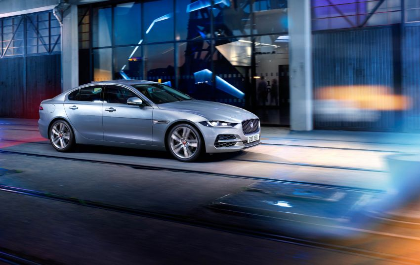 Jaguar XE facelift unveiled with updated styling, tech Image #927308