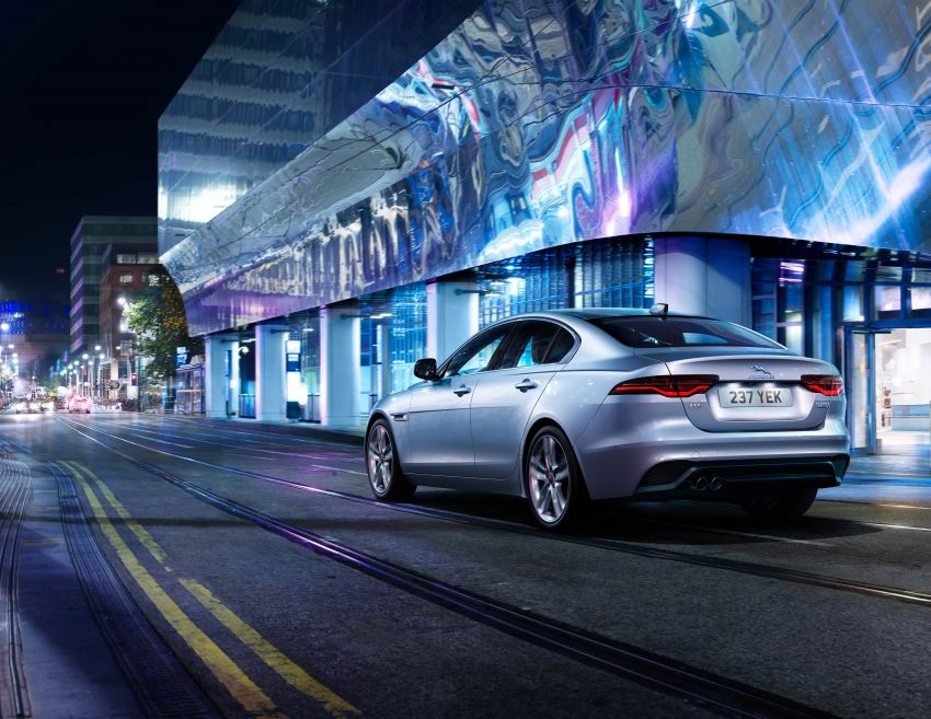 Jaguar XE facelift unveiled with updated styling, tech Image #927309