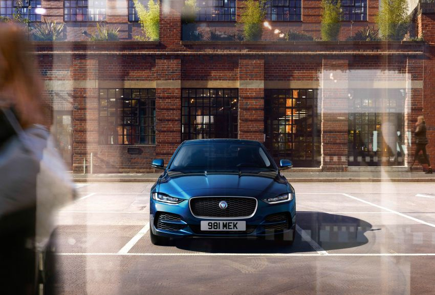 Jaguar XE facelift unveiled with updated styling, tech Image #927313