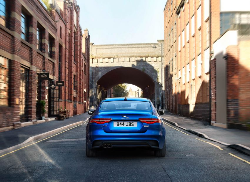 Jaguar XE facelift unveiled with updated styling, tech Image #927314
