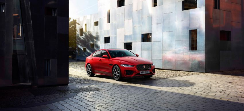 Jaguar XE facelift unveiled with updated styling, tech Image #927315