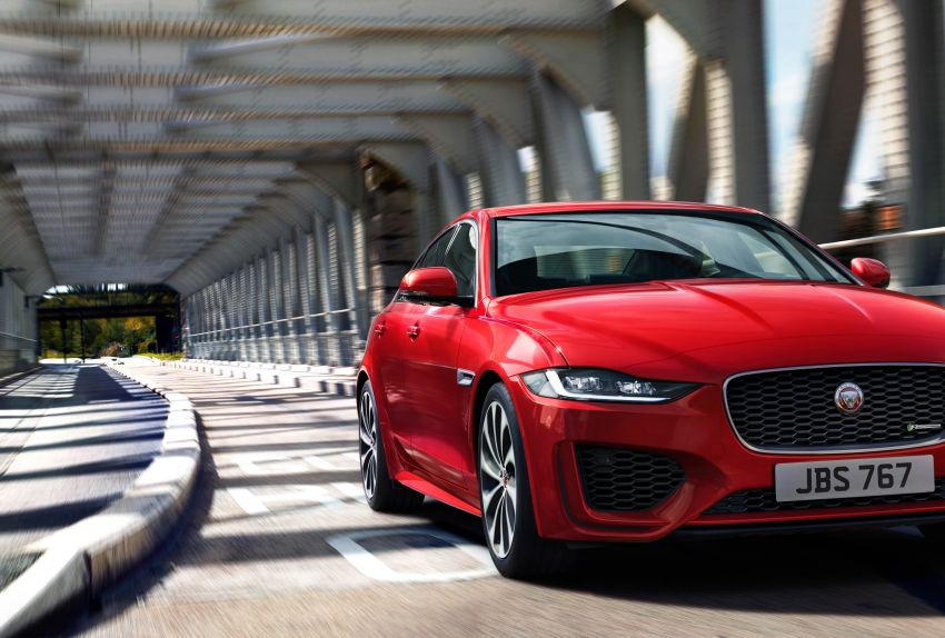 Jaguar XE facelift unveiled with updated styling, tech Image #927316