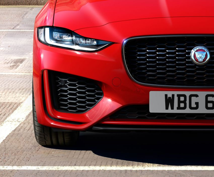 Jaguar XE facelift unveiled with updated styling, tech Image #927318