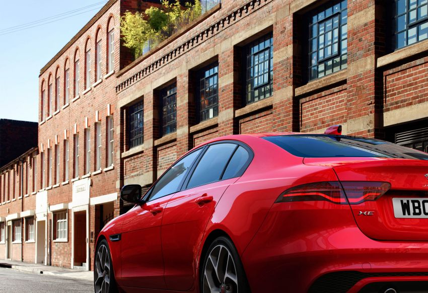 Jaguar XE facelift unveiled with updated styling, tech Image #927319