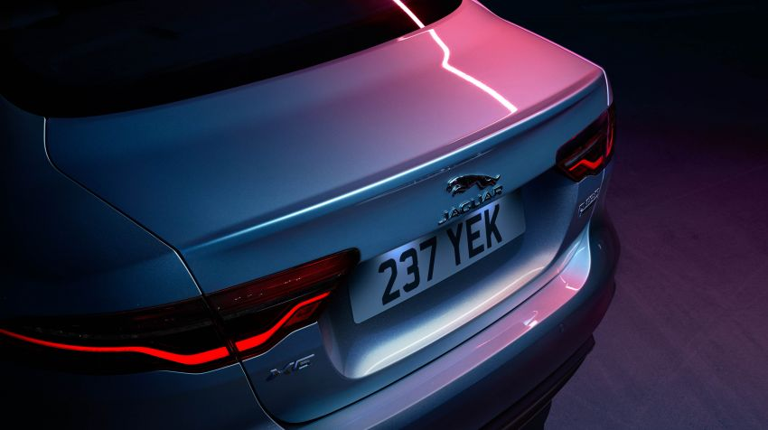 Jaguar XE facelift unveiled with updated styling, tech Image #927320