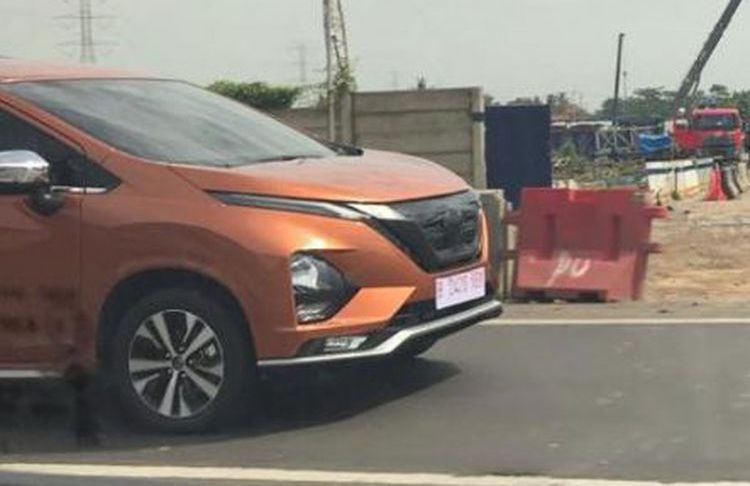 New Nissan Grand Livina based on Mitsubishi Xpander spied in Indonesia – Dynamic Shield plus V-Motion Image #920689