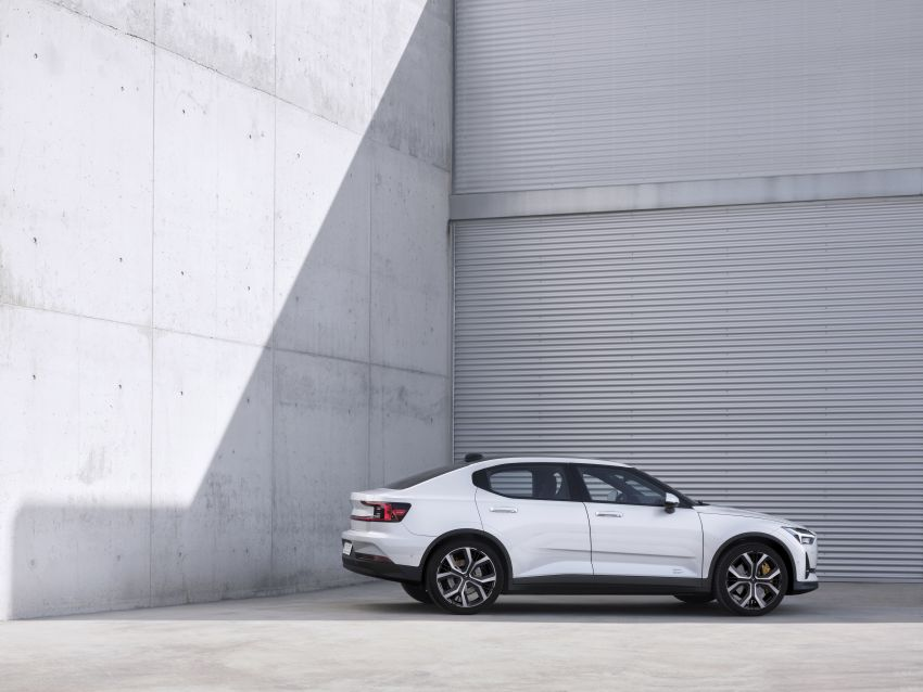 Polestar 2 revealed – production Volvo 40.2 is all-electric with 408 hp, 660 Nm and 500 km of range Image #927583