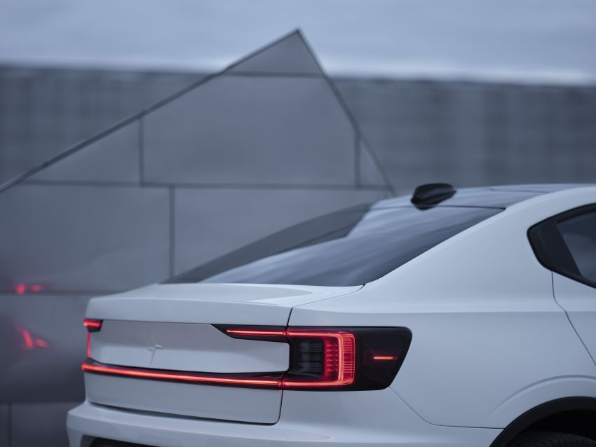 Polestar 2 revealed – production Volvo 40.2 is all-electric with 408 hp, 660 Nm and 500 km of range Image #927602