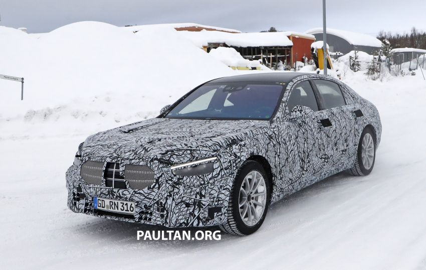 SPYSHOTS: W223 Mercedes-Benz S-Class spotted testing again – interior reveals large touchscreen Image #922688