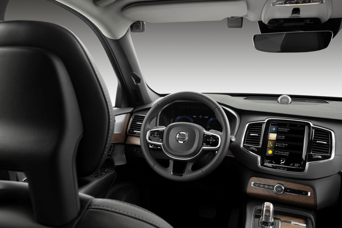 Volvo to install in-car cameras to prevent drunk driving