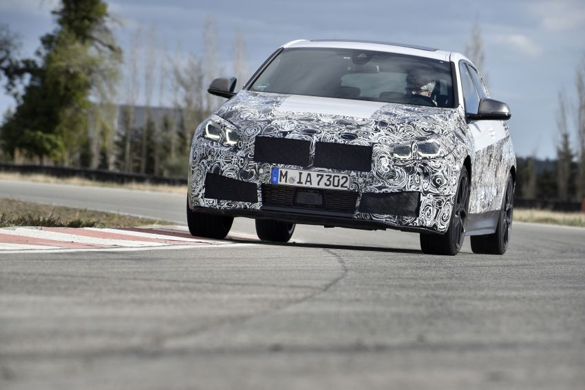 F40 BMW 1 Series previewed – front-wheel drive with more interior space, M135i gets 306 hp and AWD Image #939376