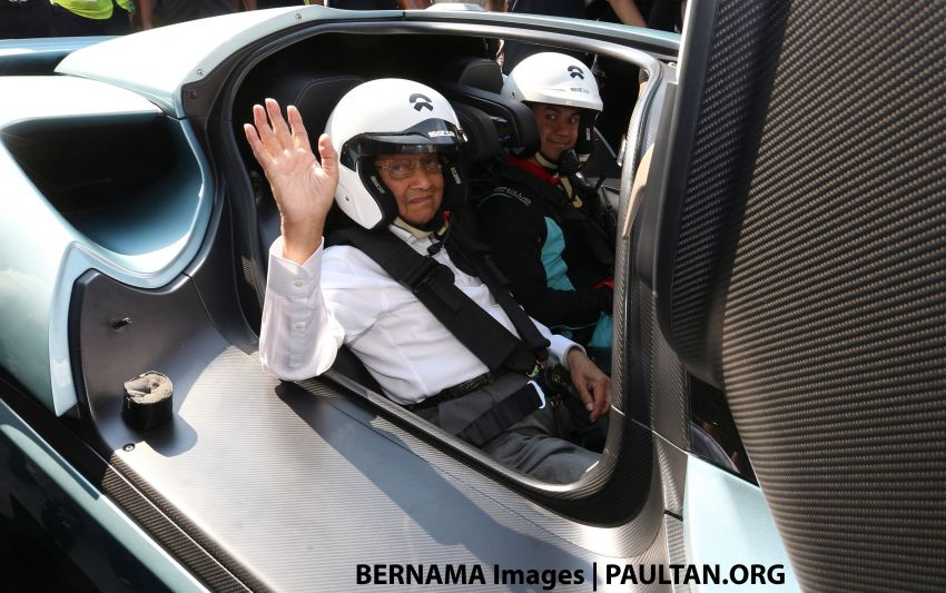 Tun Mahathir says Malaysians should be open to new national car project, says it will spur tech learning Image #935611
