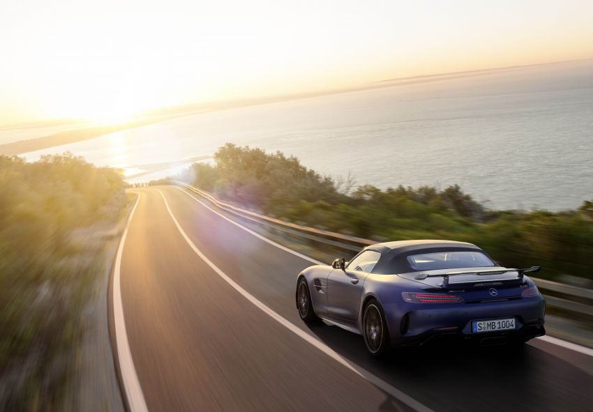 Mercedes-AMG GT R Roadster debuts – only 750 units Image #929458