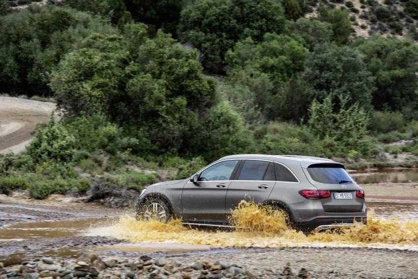 Mercedes-Benz GLC X253 <em>facelift</em> ditunjuk – enjin <em>mild hybrid</em> baru dengan sistem infotainmen MBUX Image #928285