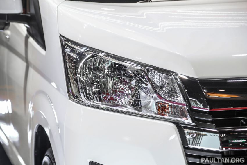 Bangkok 2019: New Toyota Commuter passenger van Image #941219