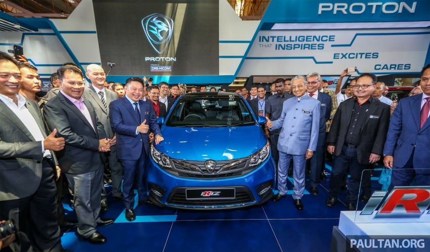 Tun Mahathir unveils 2019 Proton Iriz and Persona facelifts for public debut; over 8,000 bookings so far Image #946377