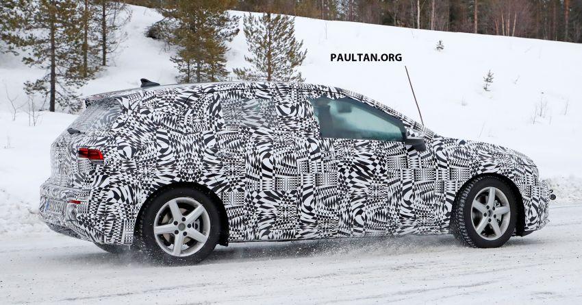SPIED: Volkswagen Golf Mk8 drops camo, shows face Image #954783