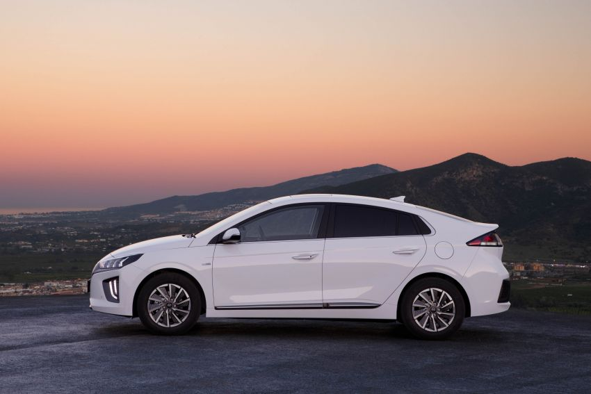 2019 Hyundai Ioniq facelift gets detailed – styling and equipment updates; EV version gains larger battery Image #956811