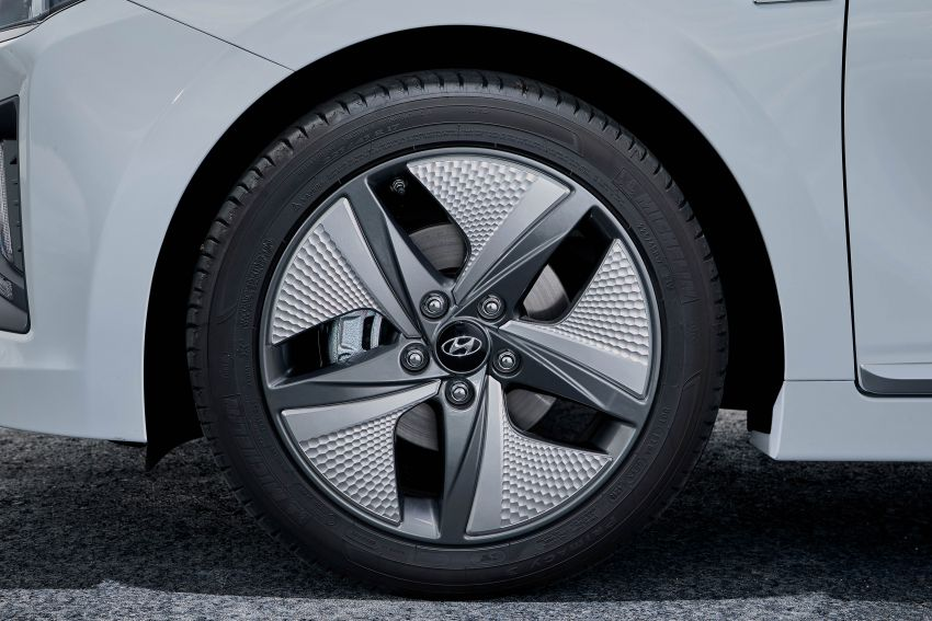 2019 Hyundai Ioniq facelift gets detailed – styling and equipment updates; EV version gains larger battery Image #956745